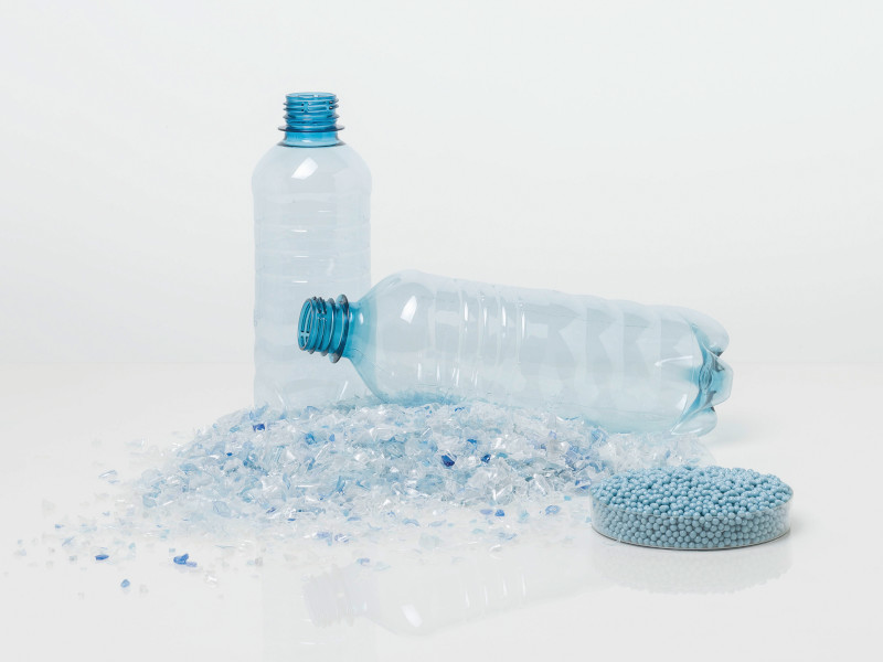 web-Starlinger-PET-bottle-with-flakes-and-pellets_300dpiCMYK